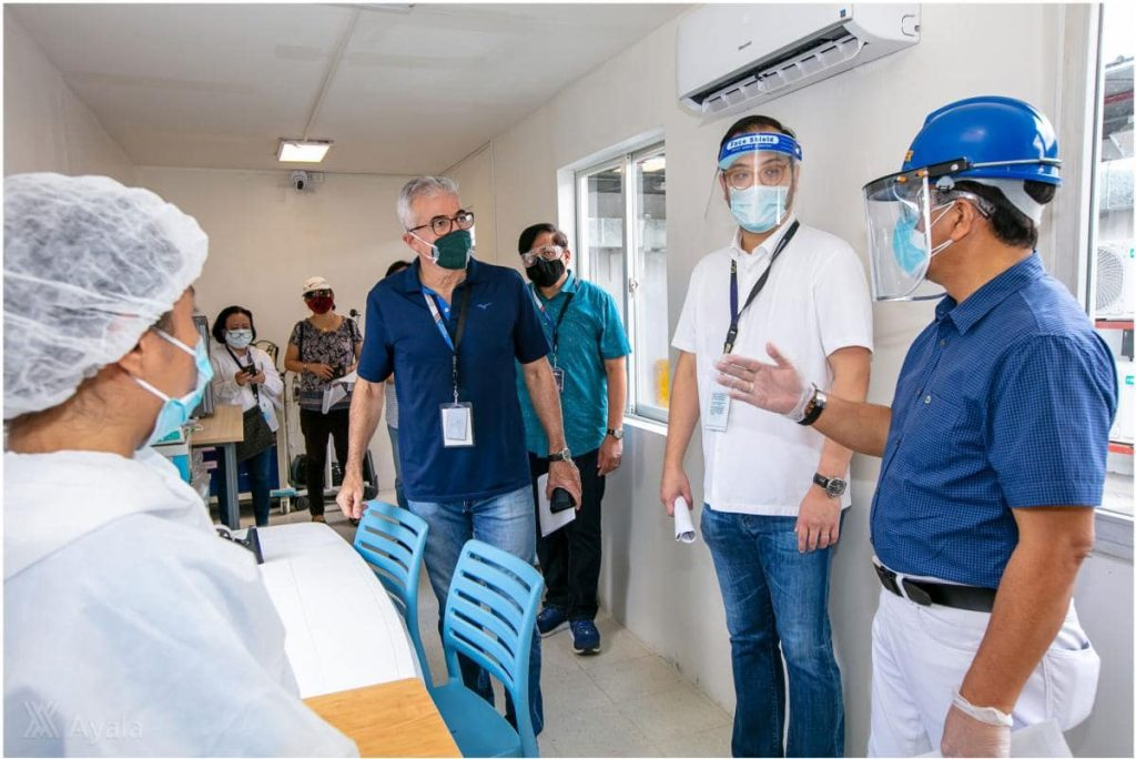 Fernando Zobel de Ayala (President and COO, Ayala Corporation), Paolo Borromeo (President and CEO, AC Health), and Gen. Carlito Galvez, Jr. (Chief Implementer, National Action Plan Against COVID-19) take a tour of the modular COVID-19 laboratory