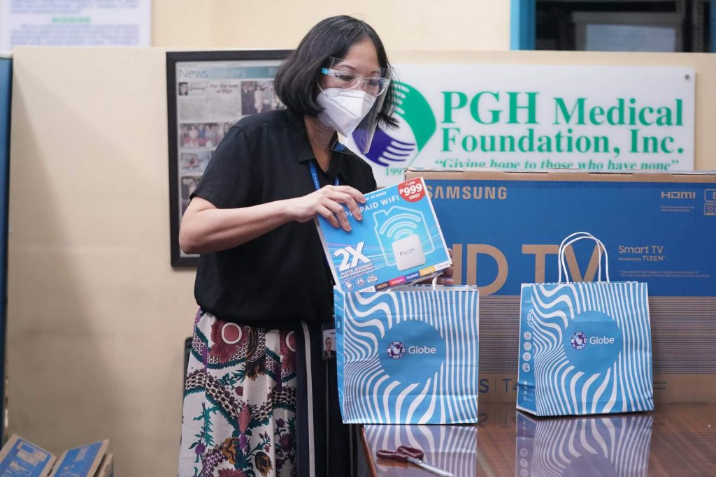 Globe-donates-to-PGH-medical-frontliners